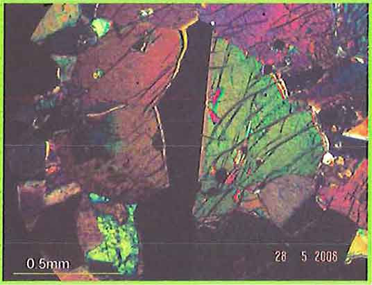 Amphibole Showing Simple Twin photomicrogaph image